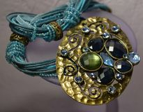 przeciw złocistym koralikom belly pucharu kostiumowego jewellery kolii morze Obraz Royalty Free