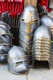 przeciw zbroi rycerza średniowiecznego metalu przeciwnik ochrony żołnierza broni Obraz Royalty Free
