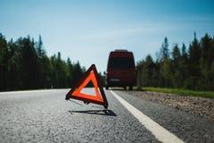 Przeciwawaryjnej przerwy znak na autostradzie obraz stock