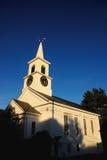 przeciwko kościelnemu niebo Zdjęcie Royalty Free