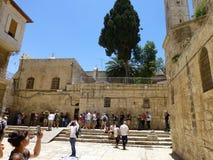 Przed wchodzić do świątynię Święty Sepulcher w Jerozolima obrazy stock