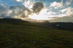 Przed zmierzchu niebem nad Viluchinsky przepustką Zdjęcia Stock