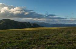Przed zmierzchu niebem nad Viluchinsky przepustką Obrazy Stock