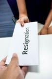 Przedkłada list rezygnacyjnego zdjęcie stock