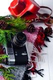 Przedmiota odgórnego widoku stylu życia podstawy artysty Retro rocznik filmują kamerę i koc Obraz Stock