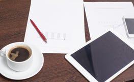 Przedmioty młody przedsiębiorca, miejsce pracy, plan biznesowy dla pomyślnego rozpoczęcia zdjęcia royalty free