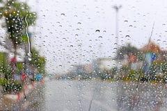 Przednia szyba deszczu kropla na samochodowym okno Fotografia Stock