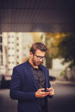 Przedsiębiorców uses telefonu wisząca ozdoba mądrze Obraz Royalty Free