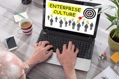 Przedsięwzięcie kultury pojęcie na laptopu ekranie Fotografia Royalty Free