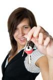 przedsiębiorca budowlany daje nowy ja target642_0_ domowym kluczom Zdjęcia Royalty Free