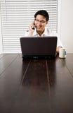 przedsiębiorcy azjatykci telefon Zdjęcie Royalty Free