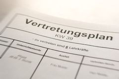 Przedstawicielstwo plan w szkole z Niemieckimi słowami dla «przedstawicielstwo planu «reprezentować 6 nauczycieli i « zdjęcia stock