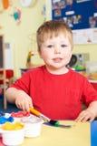 Przedszkolna chłopiec Cieszy się obraz klasę Fotografia Stock