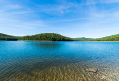 Przegapiać Długiego Sosnowego rezerwuar w Michaux stanu lesie, Pennsyl fotografia royalty free