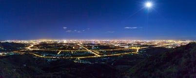 Przegapiać miasto przy nocą Fotografia Stock