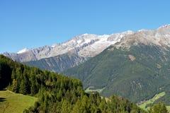 Przegapiać pasmo górskie od Klausberg, Ahrntal, alt Adige, Włochy Fotografia Stock