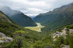 Przegapia widok Routeburn dolina od above Routeburn spadków Zdjęcia Stock