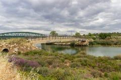 Przegięty most blisko Tavira w Algarve Portugalia fotografia royalty free