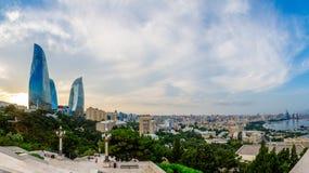 Przegląd panorama centralnego miasta dzielnica biznesu w zmierzchu, Baku zdjęcia stock