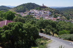 Przegląd Almonaster wioska obrazy stock