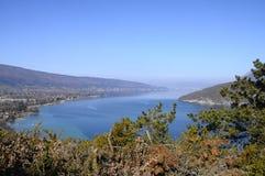 Przegląd Annecy jezioro, Savoy, Francja Obraz Royalty Free