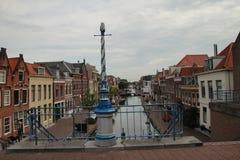 Przegląd antyczna podupadła część śródmieścia Maaassluis w holandiach od dajka ochraniać wylew w holandiach zdjęcia stock