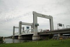 Przegląd autostrada A15 przy Botlek mosta botlekbrug w holenderze który jest sławny udziałem wadliwe działanie obraz royalty free