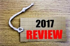 2017 przegląd Biznesowy pojęcie dla online saleAnnual Zbiorczego raportu pisać na metka papierze z kopii przestrzenią na drewnian zdjęcia royalty free