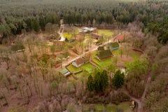 Przegląd od wzrosta 80 metres nad Hösseringen na otwartym powietrzu muzeum w Là ¼ nebà ¼ rger Heide blisko Suderburg zdjęcie stock