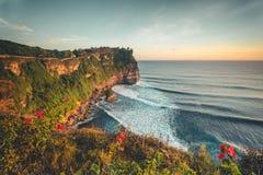Przegląd panoramy oceanu brzeg, faleza Zmierzch bali zdjęcia royalty free