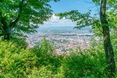 Przegląd przeglądać od Tampa góry Brasov miasto, Brasov, Rumunia obraz royalty free