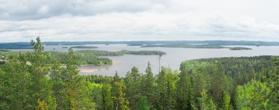 Przegląd przy päijänne jeziorem od struve geodezyjnego łuku przy moun obraz royalty free