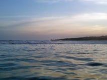 Przegląd wieczór oceanu fale fotografia stock