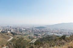Przegląd zanieczyszczający miasto Barcelona, od Collserola fotografia royalty free