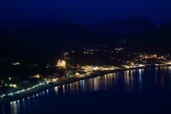 Przegląda na ażio Georgios Pagon na Corfu wyspie nocą obraz royalty free