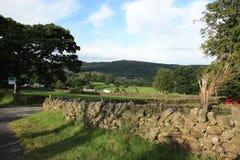 Przegląda nad staczać się Derbyshire zbocza Fotografia Stock