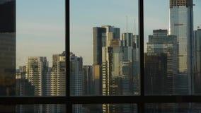 Przegląda nowożytnego miastowego wieżowa od okno, Pekin biznesu centrum finansowe zdjęcie wideo