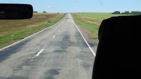 Przegląda od kokpitu autobus na wiejskiej drodze swobodny ruch zdjęcie wideo