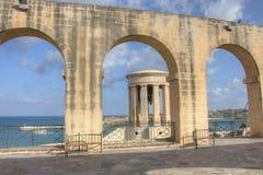 Przegląda patrzeć nad wejściem Valletta schronienie Obrazy Royalty Free