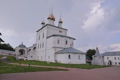 Przegląda ta historycznego budynek trójcy katedra Nikolsky mężczyzn monaster zdjęcie stock