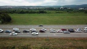 Przegląda z góry autostrady godzina szczytu ciężkiego ruchu drogowego dżemu ruchliwie autostrada zdjęcie wideo