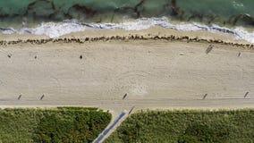 Przegląda z góry przy pogodną plażą w Miami w usa zbiory