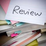 Przegląd; Stos Biznesowi dokumenty na biurku Zdjęcia Royalty Free