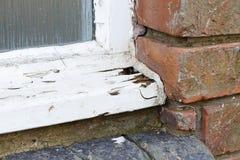 Przegniły stary drewniany okno fotografia stock