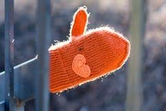 Przegrana rękawiczka dla pomocnej dłoni obraz stock