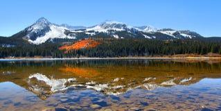 Przegrany jeziorny odbicie zdjęcie royalty free