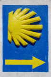 Przegrzebka wskaźnika sygnału pielgrzymi Santiago drogowy Ponferrada, Leon Hiszpania Obrazy Stock