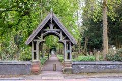 Przejścia prowadzenie Kościelny cmentarz obraz royalty free