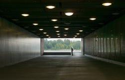 Przejście podziemne z światłami na dachu lub tunel obraz royalty free