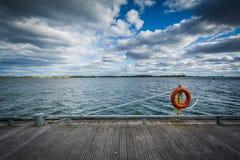Przejście wzdłuż Jeziornego Ontario przy Harbourfront i, Zdjęcie Stock